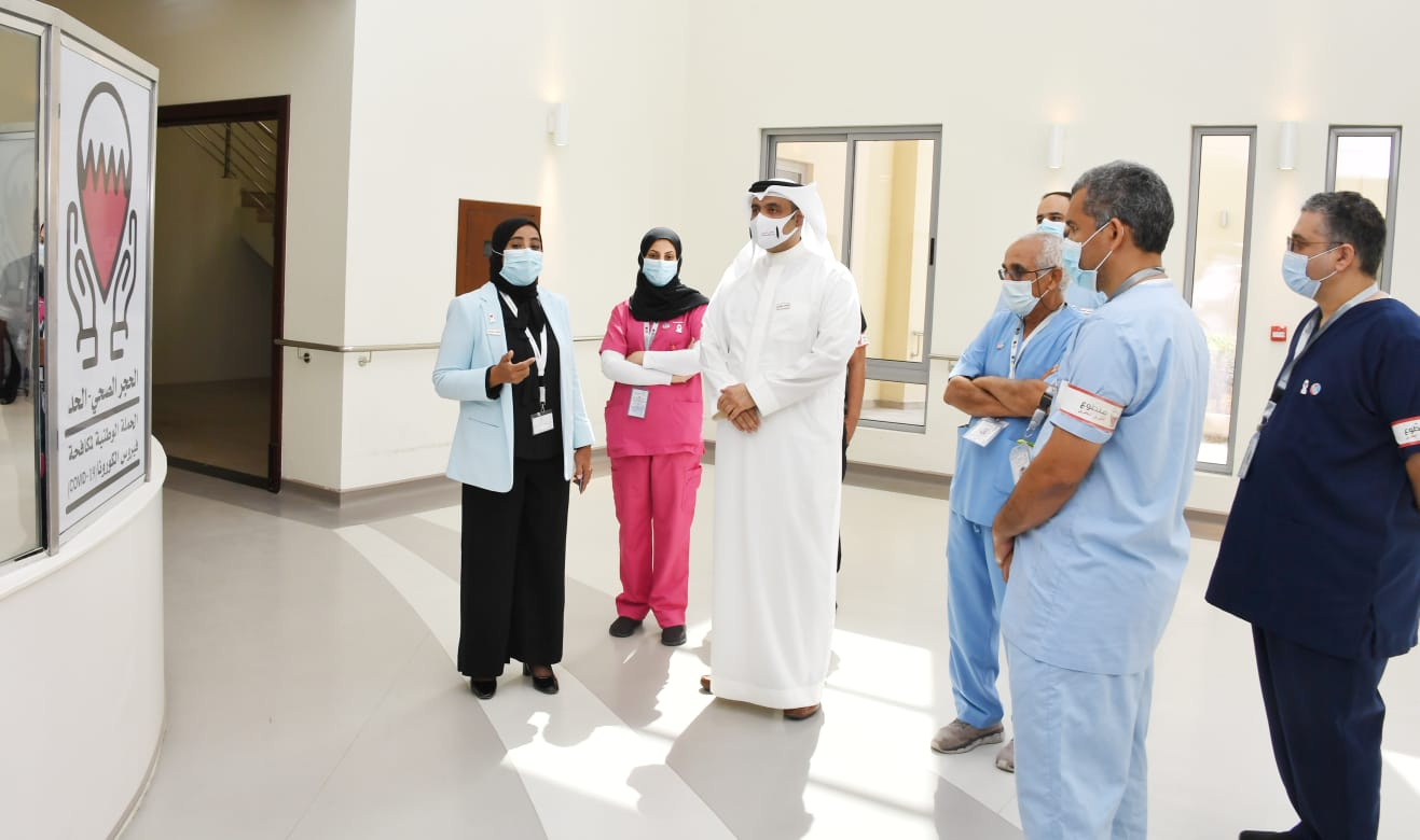 لدى اجتماعه مع الكوادر الصحية العاملة في مركز الشامل الميداني ..  وكيل وزارة الصحة يؤكد على ما تتميز به الكوادر البحرينية الطبية من كفاءة في مواجهة فيروس كورونا ..