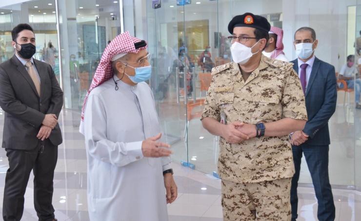 رئيس المجلس الأعلى للصحة يدشن مركز التطعيم في مجمع سترة التجاري